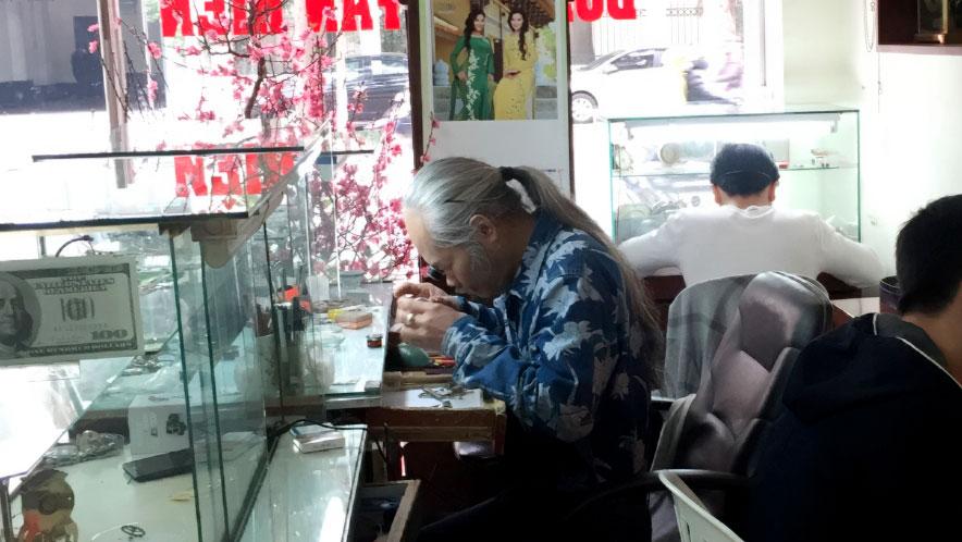 Tuyển thợ sửa đồng hồ tại Hà Nội