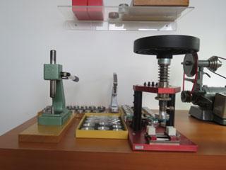 Dạy nghề sửa chữa đồng hồ
