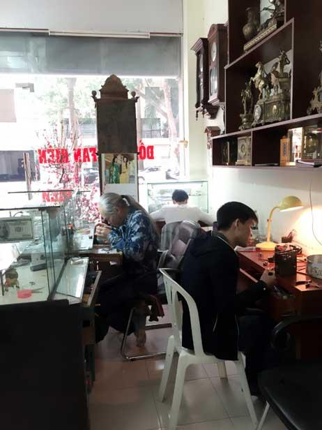 Thợ sửa đồng hồ Phan Hiền